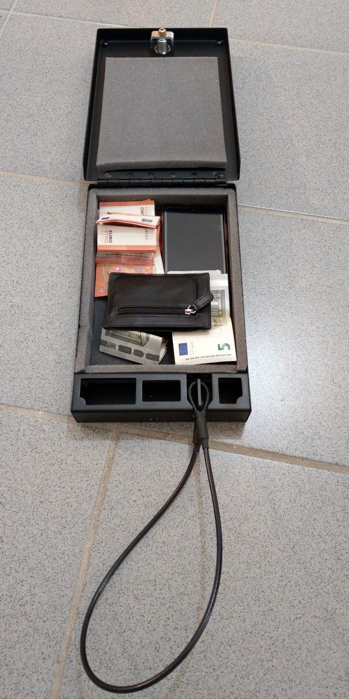 NOVISauto Wersachensafe Fahrzeugsafe für Wertsachen Papiere Bargeld Geldbeutel inklusive Fixierseil