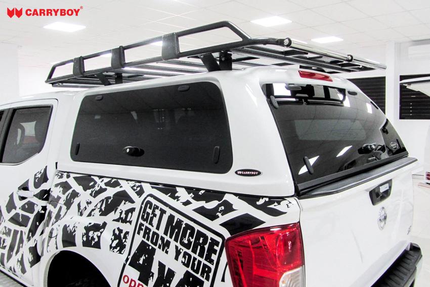 Nissan Navara Doppelkabine Hardtop mit Klappfenster SON