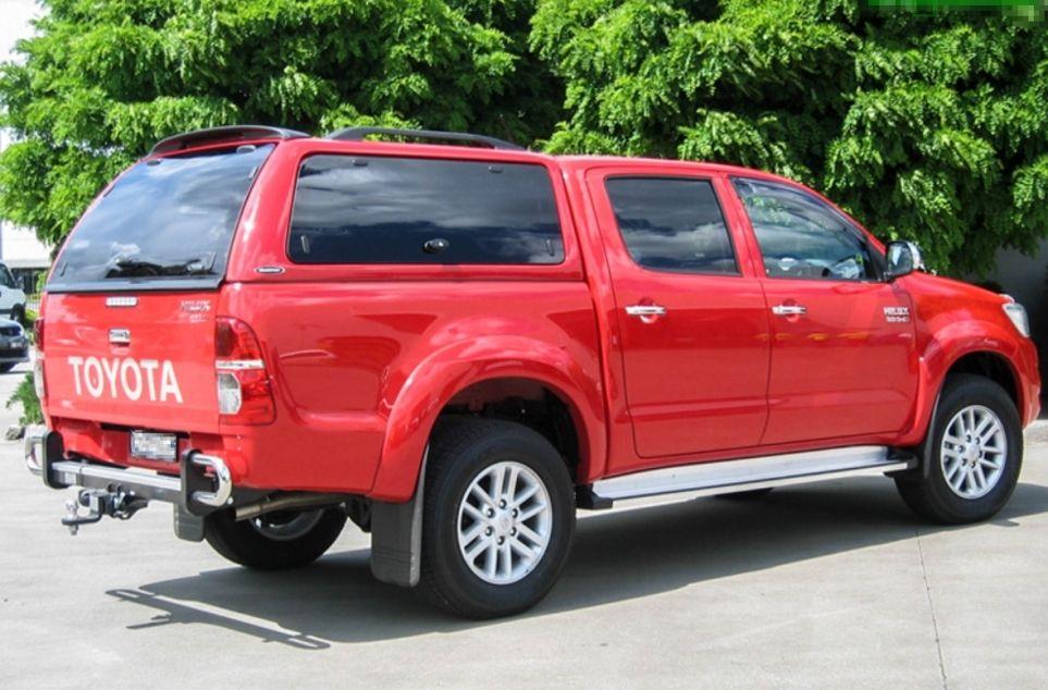 CARRYBOY Hardtop SO-TRD mit getönten seitlichen Glasklappen Toyota Hilux Revo Incinvible Doppelkabine Lackierung in Wagenfarbe
