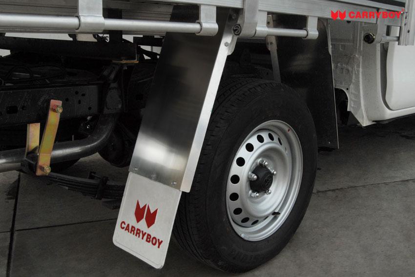 Carryboy Fahrgestellaufbau Singlecab Aluminiumladefläche Spritzschutz Reifen