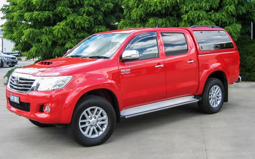 Toyota Hilux 2005-2015 Doppelkabine Hardtop mit Klappfenster Frontansicht