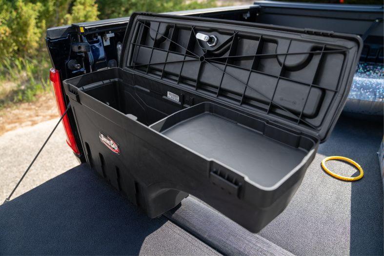 NOVISauto CARRYBOY Pickup Ladeflächen Werkzeugbox Staubox schwenkbar für GMC Sierra / Chevrolet Silverado 2012-2018  inklusive kleiner Ablage