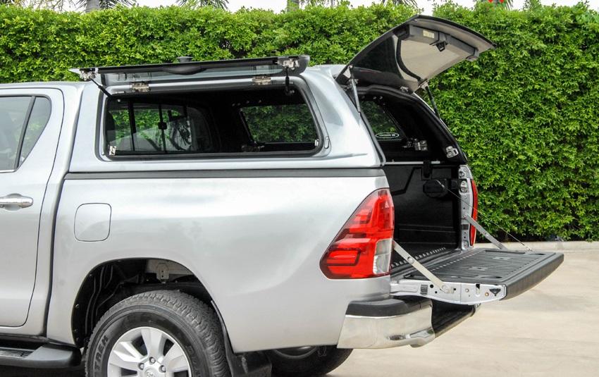 Toyota Hilux SON Hardtop mit Klappfenster Seitenansicht