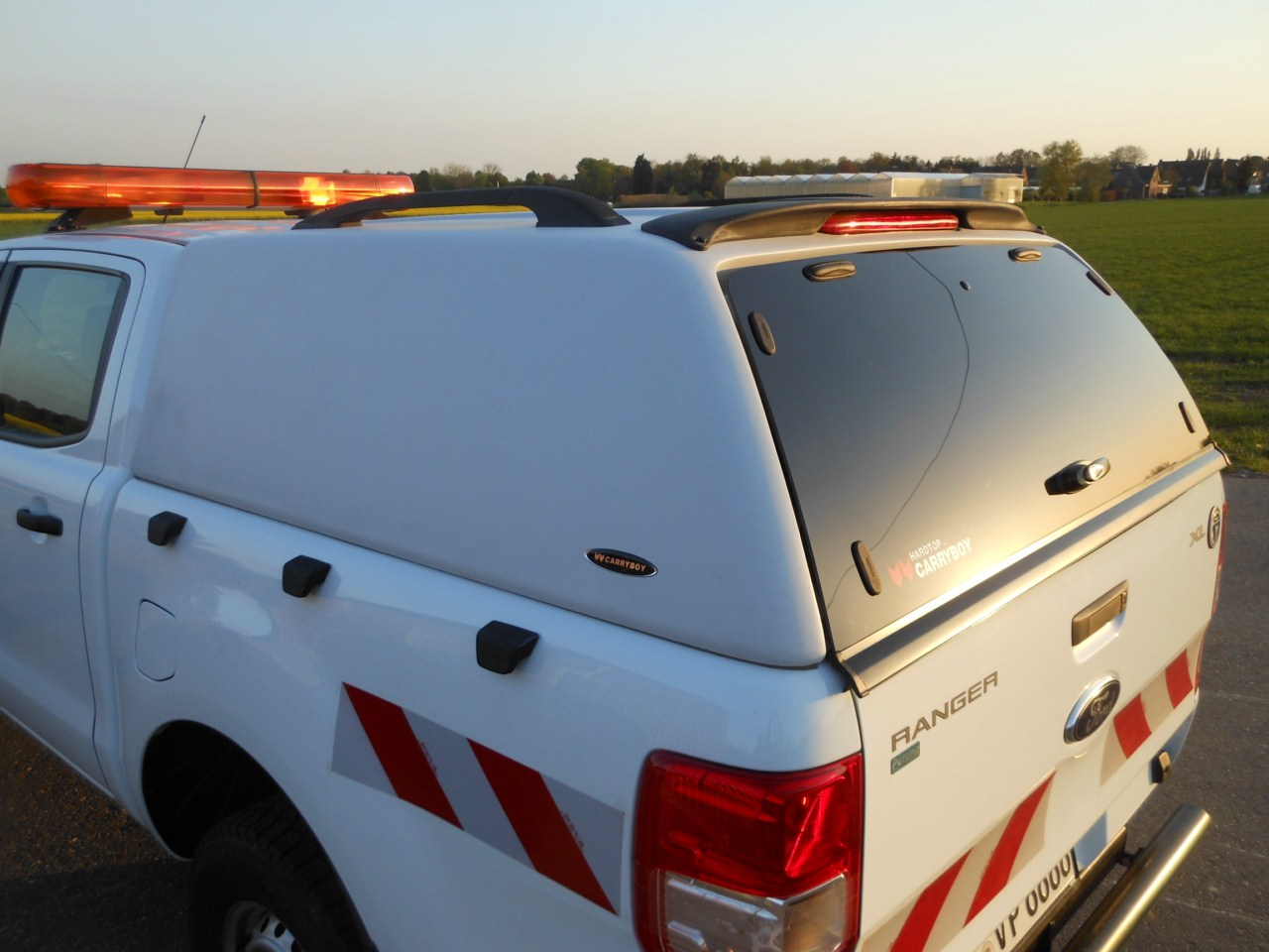 CARRYBOY Hardtop ohne Seitenfenster Toyota Hilux Einzelkabine Singlecab GFK extrem stabil