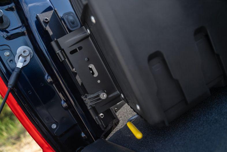 NOVISauto CARRYBOY Werkzeugbox Staubox Toolbox schwenkbar für Pickup Ladefläche Nissan Navara Renault Alaskan Mercedes X einfacher Einbau stabile Scharniere