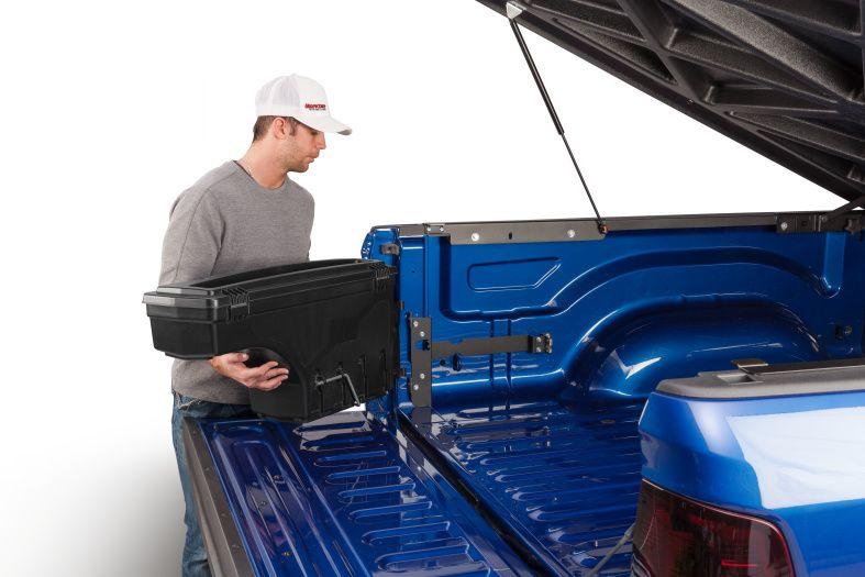 NOVISauto CARRYBOY Pickup Ladeflächen Werkzeugbox Staubox schwenkbar für GMC Sierra / Chevrolet Silverado 2019+ herausnehmbar und mitnehmbar