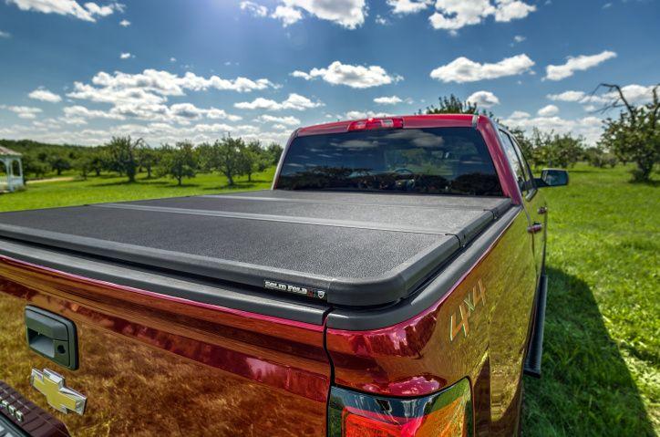 NOVISAUTO Laderaumabdeckung Festabdeckung zum Falten Chevrolet Silverado GMC Sierra 1500 2014-18 elegantes Design