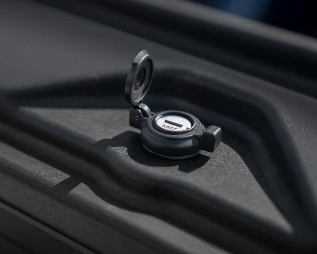 NOVISauto CARRYBOY Pickup Ladeflächen Werkzeugbox Staubox schwenkbar für GMC Sierra / Chevrolet Silverado 2019+ sicher abschließbar