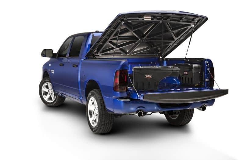 NOVISauto CARRYBOY Pickup Ladeflächen Werkzeugbox Staubox schwenkbar für GMC Sierra / Chevrolet Silverado 2019+ mit Abdeckungen und Hardtops kombinierbar
