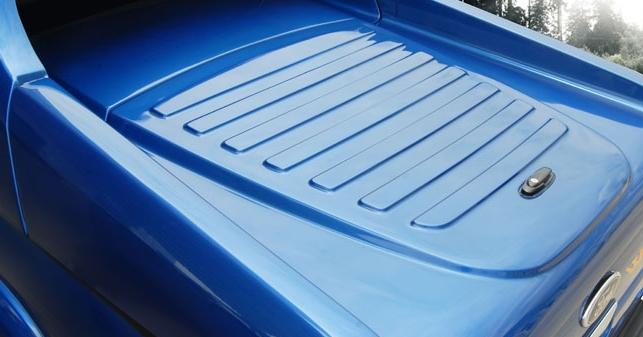Ford Ranger Laderaumabdeckung Fullbox 762 mit Überrollbügel, Lackierung in Wagenfarbe
